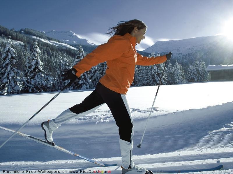 Лыжи.  Бегунья.